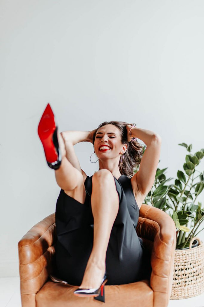 cait smiling with foot kicked up - female business coach